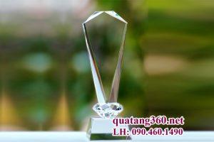 cúp pha lê đệm kim cương