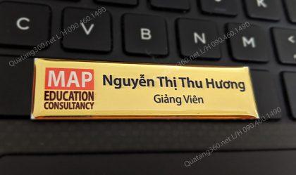 thẻ tên nhân viên in kim loại vàng