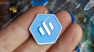 Huy hiệu logo inox hình lục giác